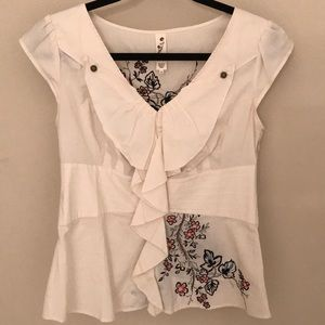 Tops - Cream top with flowers